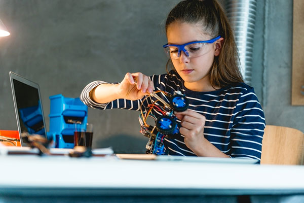 How to Help Your Kid Create a Successful Science Fair